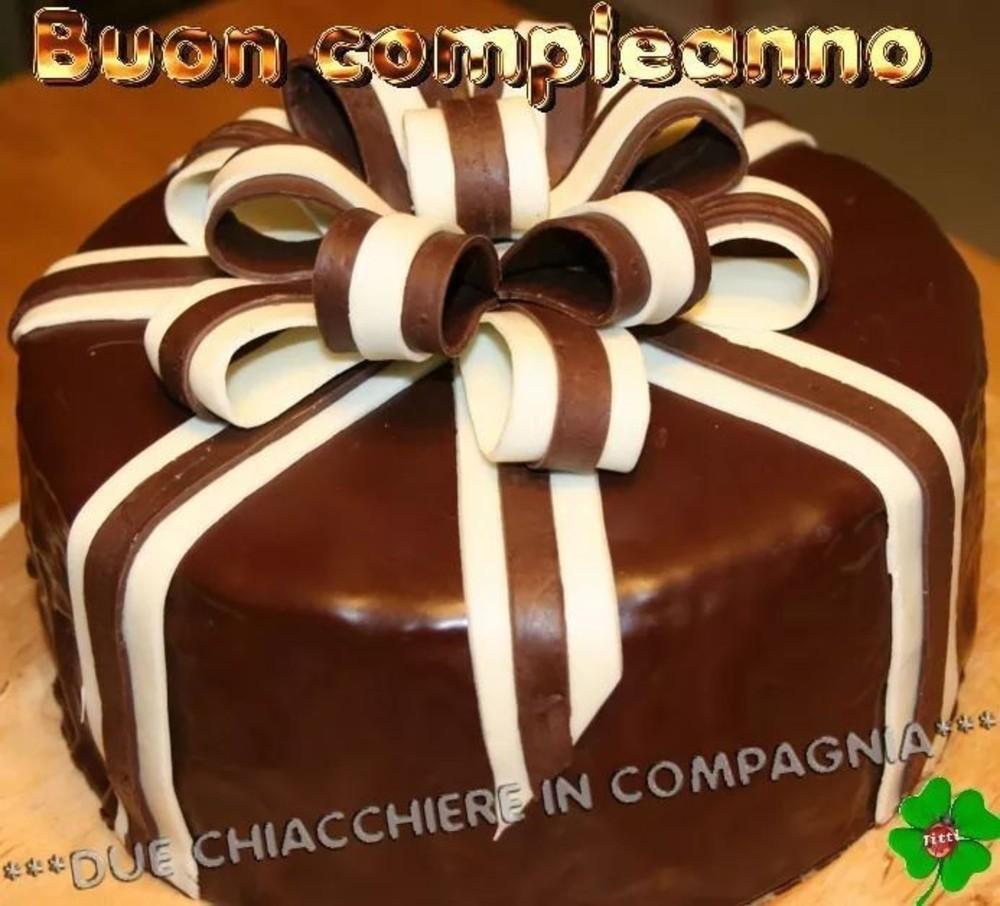 Buon Compleanno con torta al cioccolato