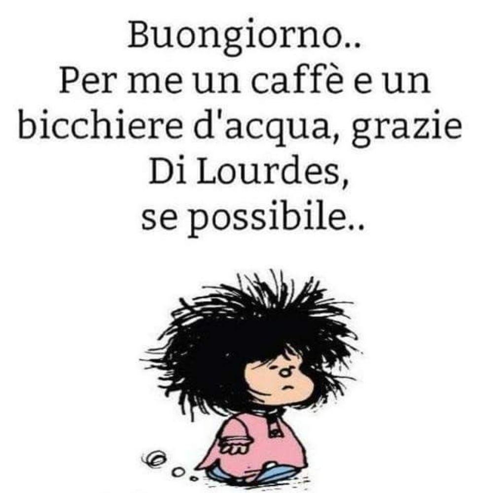 Buongiorno, per me un caffè e un bicchiere d'acqua, grazie... di Lourdes se possibile.