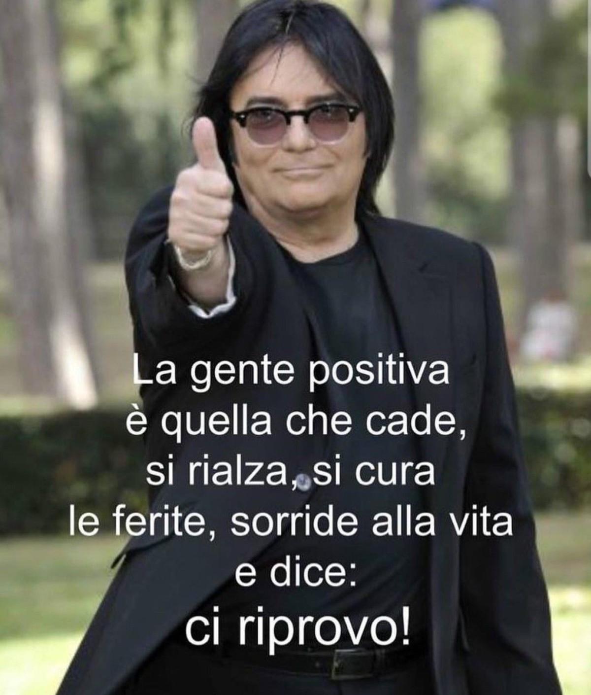 """La gente positiva è quella che cade, si rialza, si cura le ferite, sorride alla vita e dice: """"CI RIPROVO!"""""""