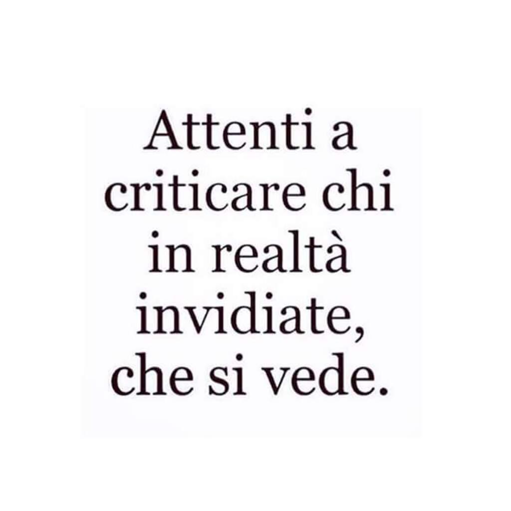 Attenti a criticare chi in realtà invidiate, che si vede.